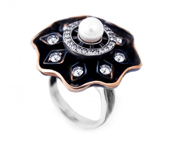 Vintage Style Ring with Pearl